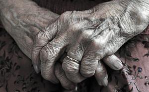 mani-donna-anziana